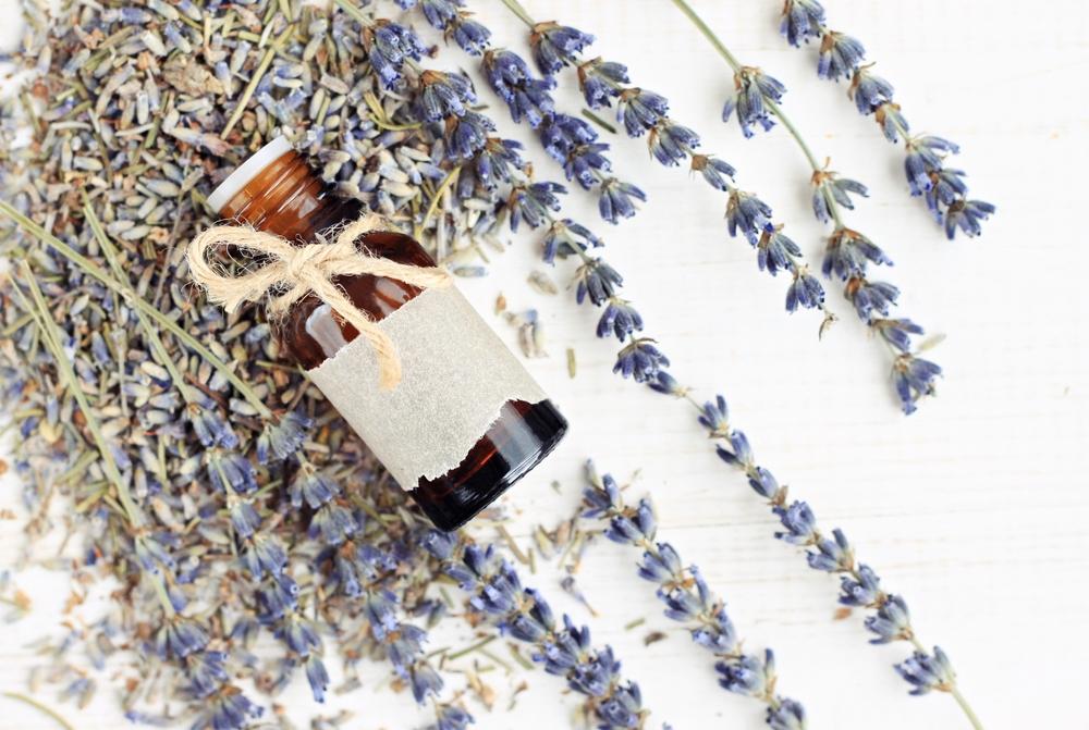 Óleo de neem e lavanda para tratar a pele